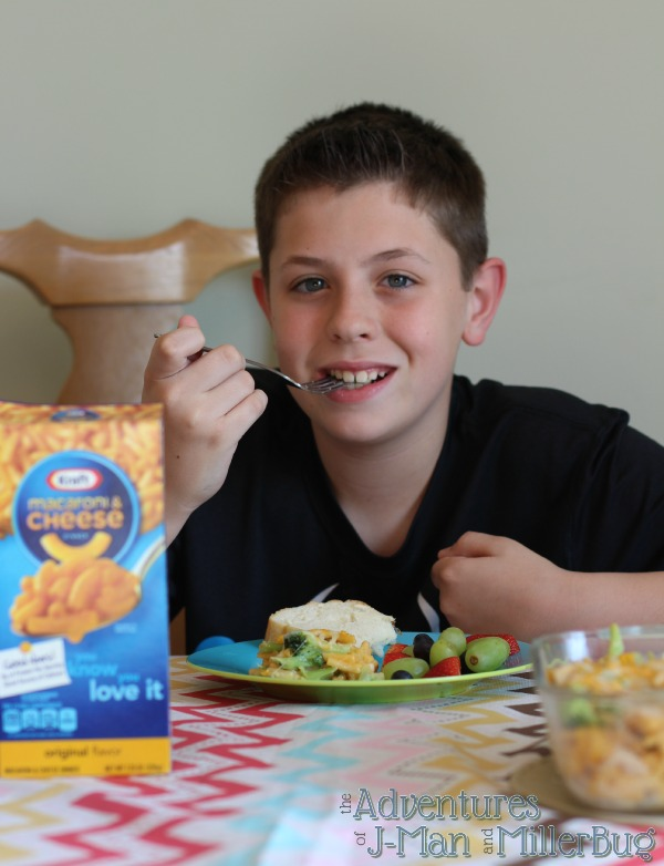 #YouKnowYouLoveIt #ad Eating Mac and Cheese Casserole