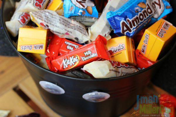 #TrickorSweet #ad Pouring in Candy 2