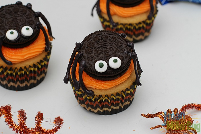 #SpookySnacks #ad Finished Spider Cupcakes 2