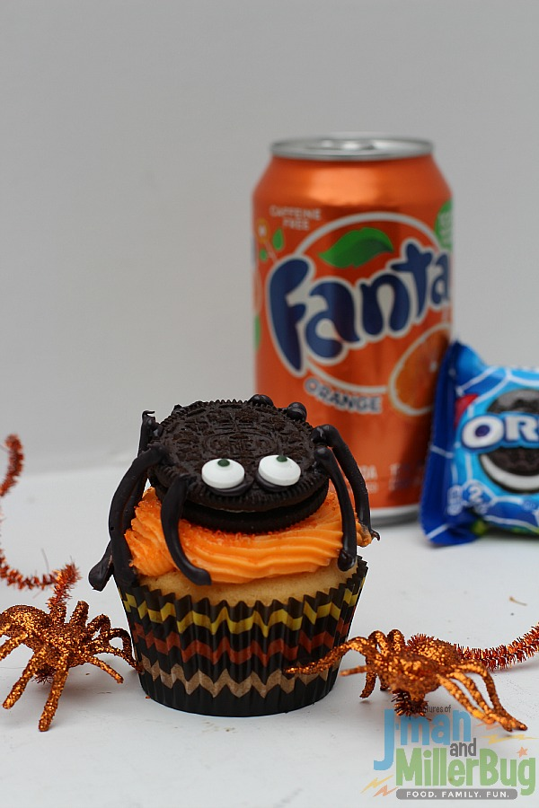 #SpookySnacks #ad Finished Spider Cupcakes 4