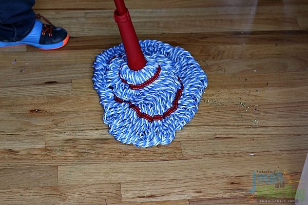 #DoTheMicroTwist #ad Mopping Up Glitter