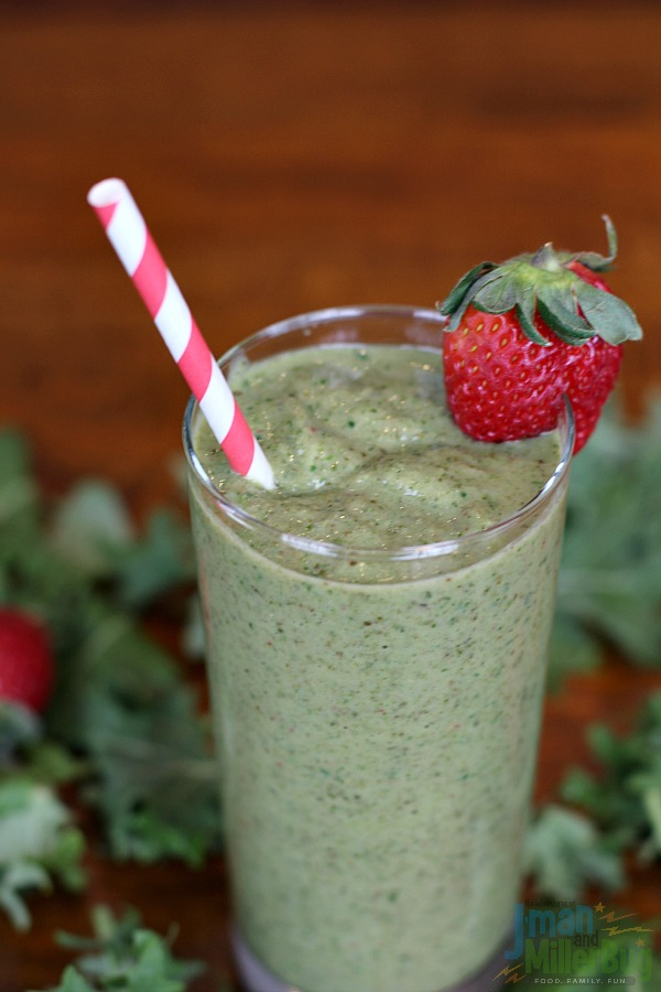 #BestBlendsForever #ad Strawberry and Kale Smoothie Final 2
