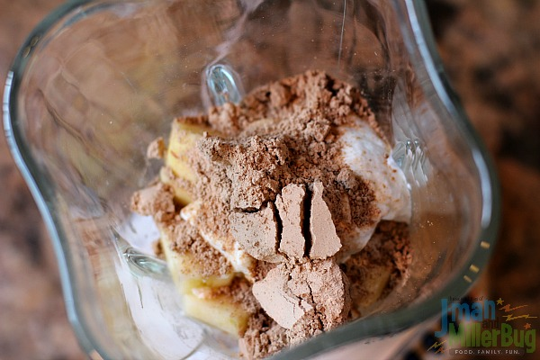 #StartWithJifPowder #ad Apple and Peanut Butter Smoothie Process 2