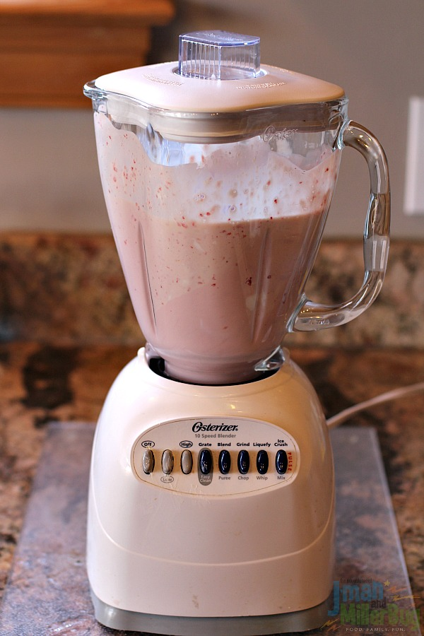 #SteadyIsExciting #ad Strawberry Yogurt Smoothie Process 5