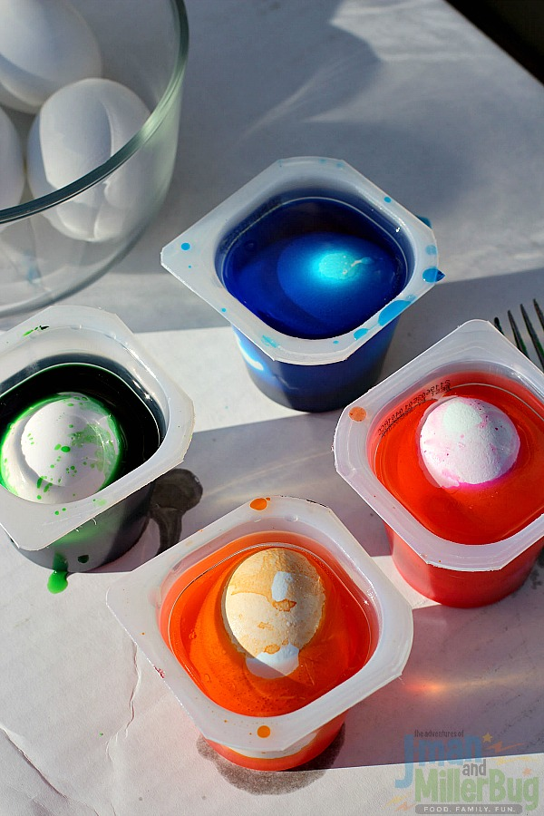 #SpoonfulOfFun #ad Marbleized Easter Eggs Process 4
