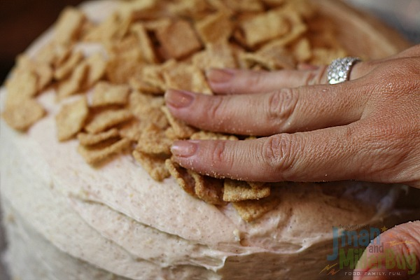 #ad Cinnamon Crunch Cake Process 7