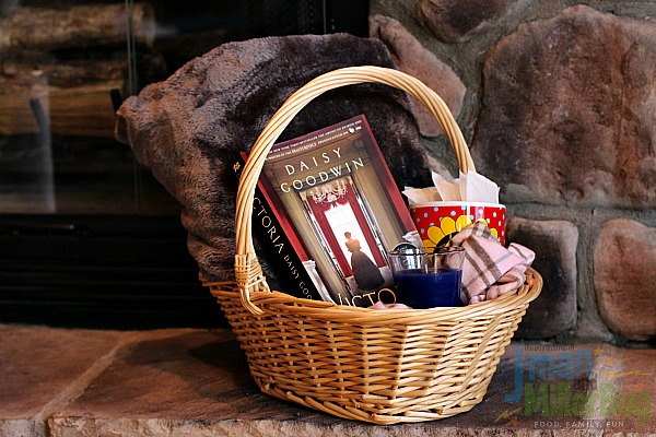 book-lovers-gift-basket-process-4