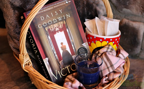 book-lovers-gift-basket-process-5