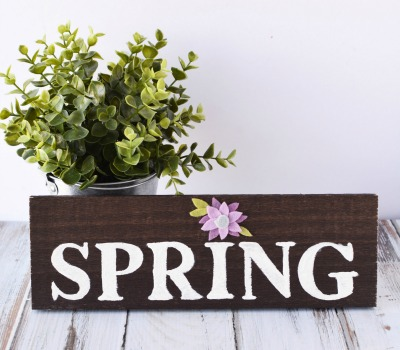 DIY Spring Wood Sign
